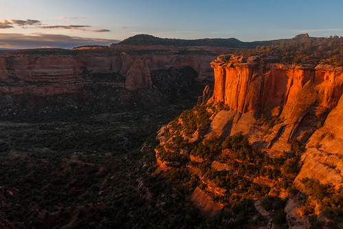 morning red wall sunrise us sandstone colorado glow unitedstates canyon fruita coloradonationalmonument