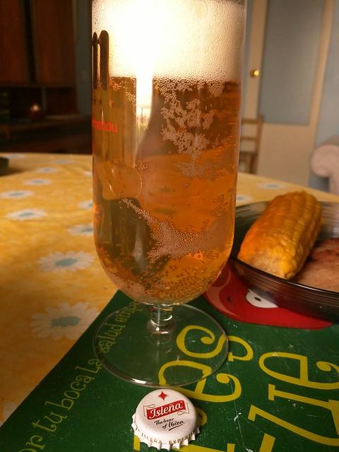 Cerveza la isleña servida