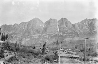 The Seven Sisters Mountain / La montagne des Seven Sisters (Sept Sœurs)