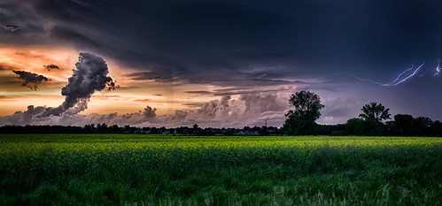 sunset manitoba lightning prairies stormclouds stnorbert