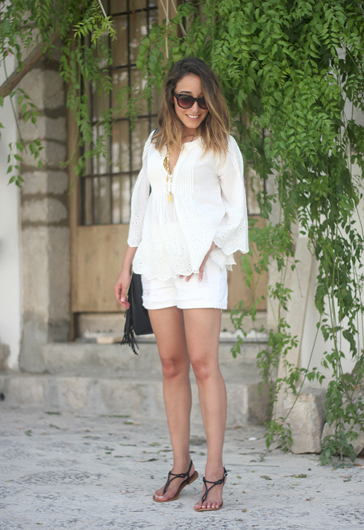 White top with shorts summer outfit Ibiza01