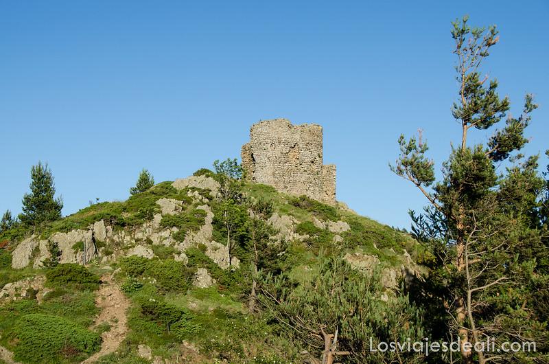 torre de vigilancia en el Macizo del Canigó cerca del refugio la batère