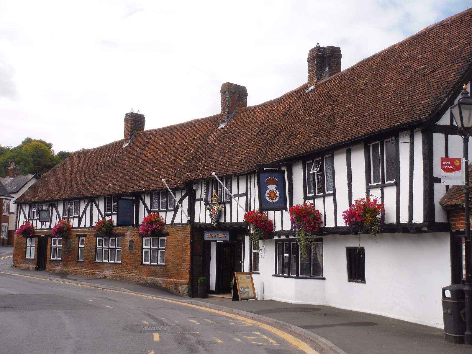 The Rose & Crown Pub, Salisbury SWC Walk 254 Salisbury Circular