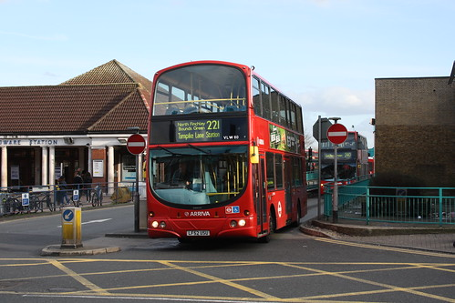 Arriva London North VLW80 LF52USU