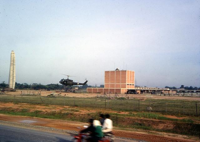 Saigon 1967-68 - Nhà máy nước gần Ngã tư Thủ Đức - Photo by Henry Bechtold