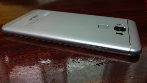 ด้านซ้ายของ ASUS Zenfone 3 Max ZC553KL