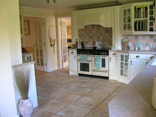 Country kitchen backsplash ideas for Country cottage floor tiles