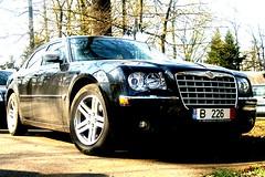 automobile(1.0), automotive exterior(1.0), vehicle(1.0), automotive design(1.0), chrysler 300(1.0), chrysler(1.0), bumper(1.0), sedan(1.0), land vehicle(1.0), luxury vehicle(1.0),