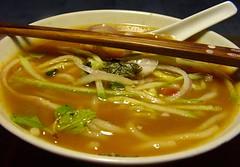 noodle(1.0), lamian(1.0), okinawa soba(1.0), noodle soup(1.0), kalguksu(1.0), food(1.0), dish(1.0), laksa(1.0), soup(1.0), cuisine(1.0), chinese food(1.0), udon(1.0), soba(1.0),