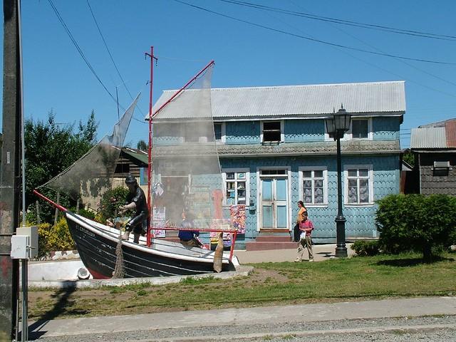 Dove nel russo che pesca nelle beccate di picca profonde