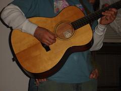 bassist(0.0), viol(0.0), viola(0.0), slide guitar(0.0), bass guitar(0.0), cuatro(1.0), string instrument(1.0), ukulele(1.0), acoustic guitar(1.0), guitarist(1.0), guitar(1.0), acoustic-electric guitar(1.0), string instrument(1.0),