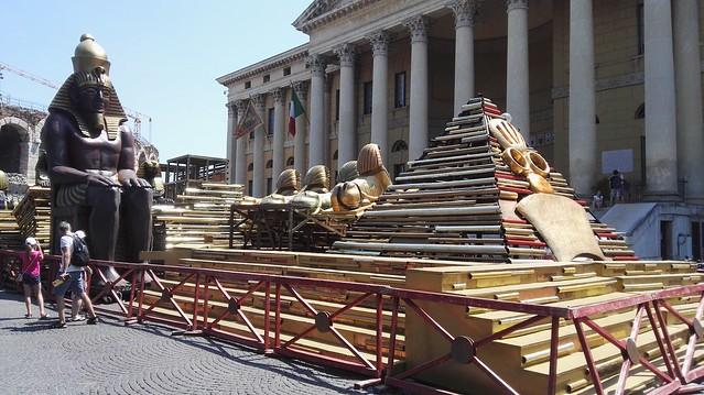 Bühnenbild für die Aida vor der Arena von Verona