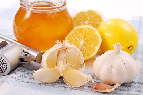 Chá de alho, mel e limão é um ótimo remédio caseiro contra gripes e resfriados - Créditos: Reprodução