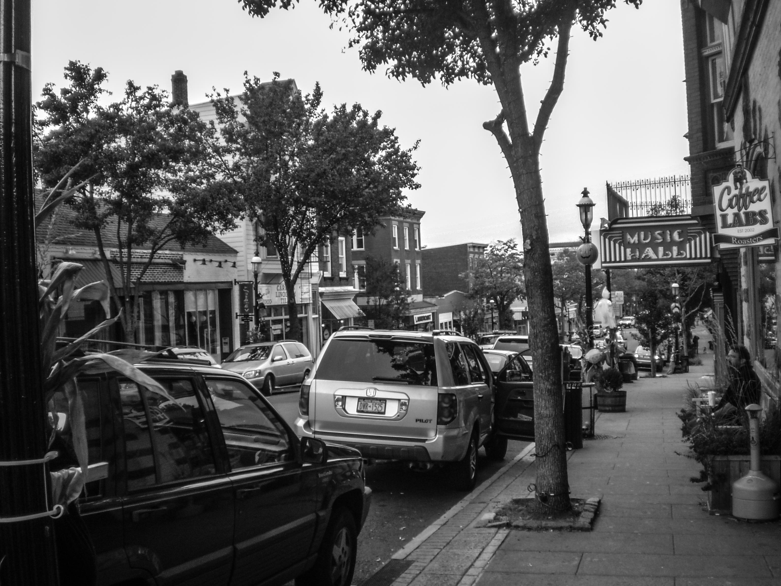 La calle principal del pueblo.