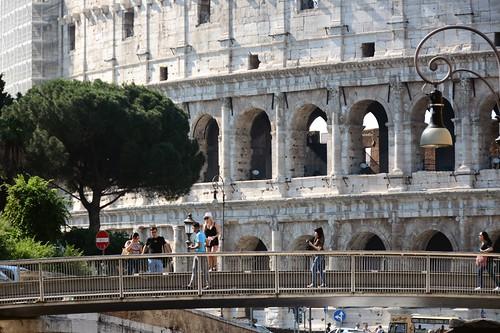 Colosseo - passerella pedonale su via annibaldi