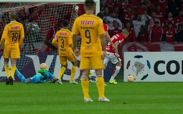 QUASE L�! Com Beira-Rio lotado, Inter faz bom jogo e vence o Tigres por 2 a 1