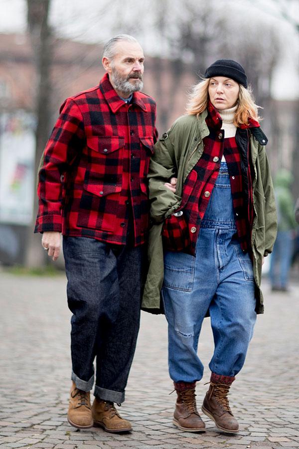 赤バッファローチェックウールジャケット×デニムオーバーオール×キャメルスエードワークブーツ
