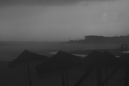 Dark rainy days by the sea #lisbon #portugal #t3mujinpack