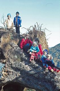 1975 ca. 26.10 Kinder auf Bergahorn
