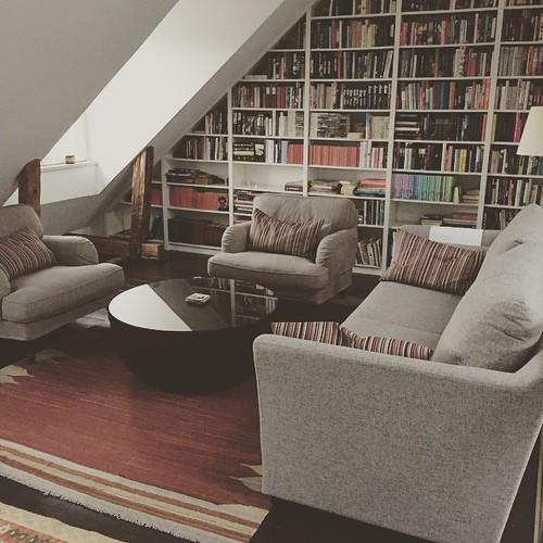 Gamla mattan på ny plats, ny soffa och nya fåtöljer