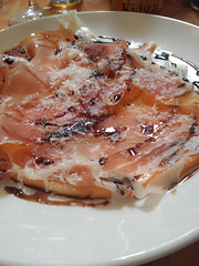 Prosciutto and cantaloupe with balsamic reduction and a glass f Vhino Verde for lunch = perfection.