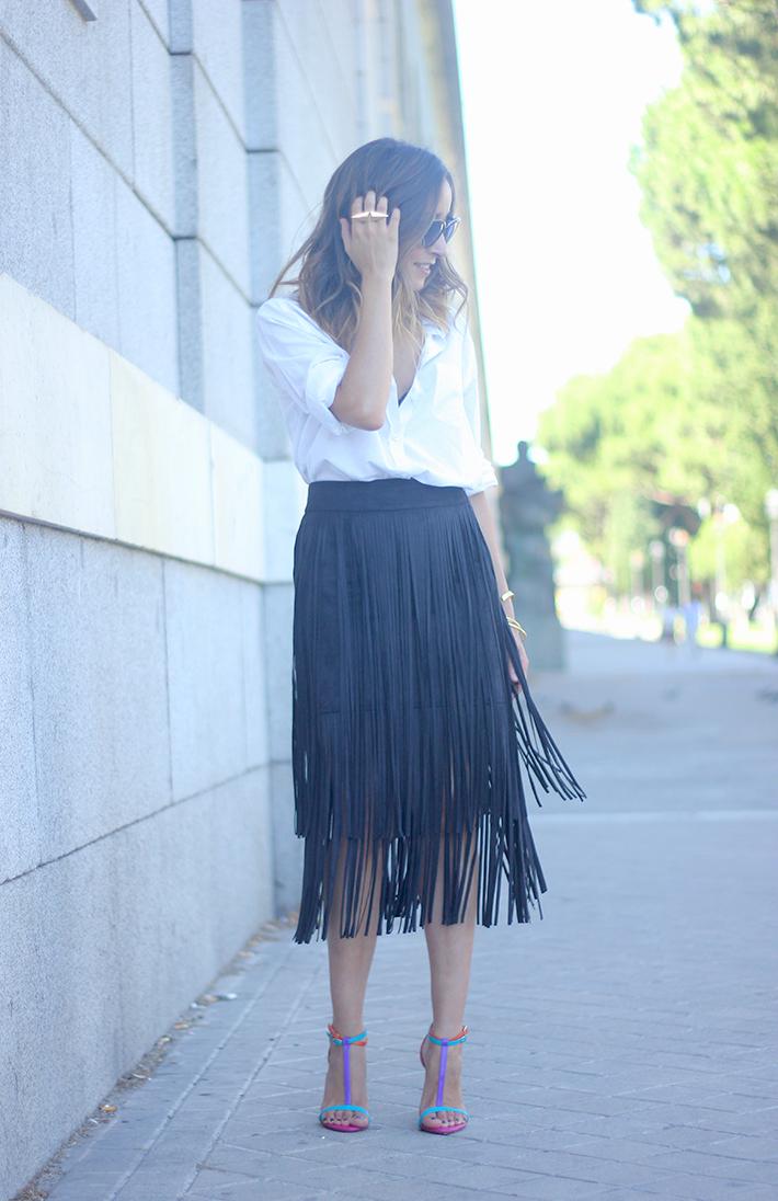 Fringed Black Skirt White Shirt Outfit Carolina Herrera Sandals08