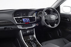automobile(1.0), vehicle(1.0), hyundai equus(1.0), land vehicle(1.0), luxury vehicle(1.0),