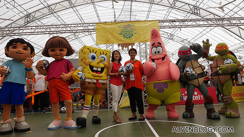 Jennifer Ng, Head of Singtel TV Marketing & Home Services and Syahrizan Mansor, Vice President, Nickelodeon, in the middle