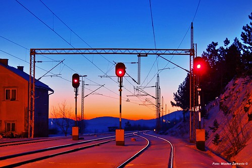 branesci morning goodmorning serbia zlatibor sunrise svitanje beautiful trainspotting railway beogradbar light signals red traffic railpassion winter snow railroad railfan