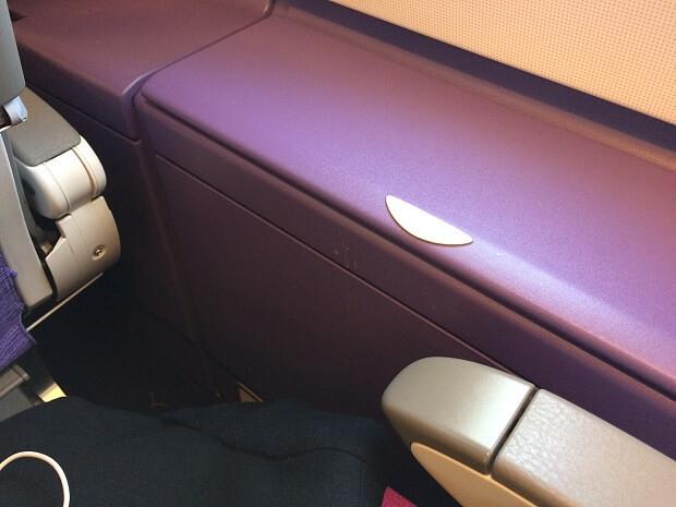 170204 A380の2階エコノミークラス窓側にあるポケット3