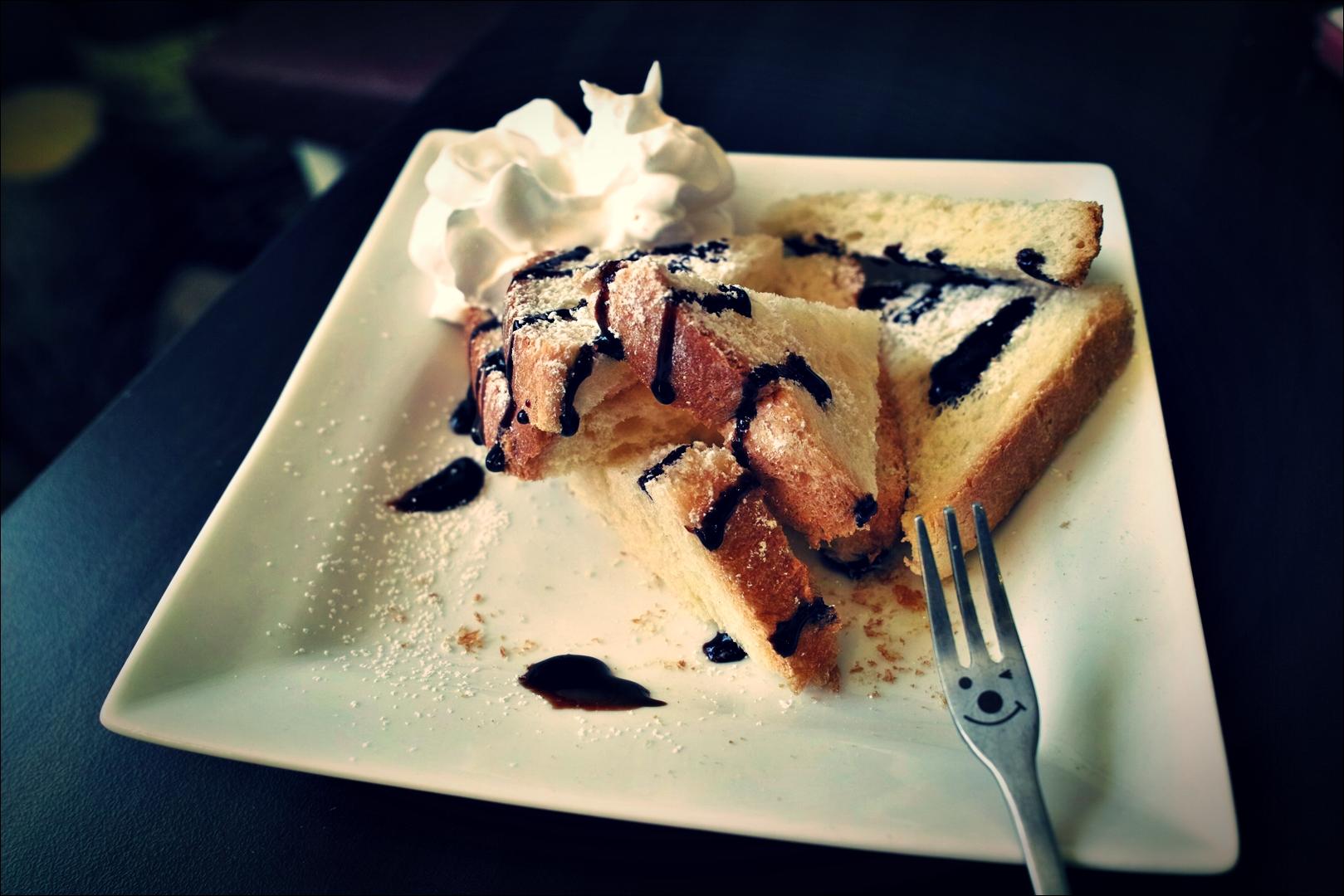 토스트-'꽃과놀다 flower cafe'