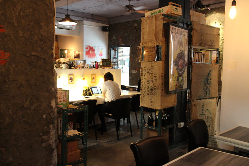 【台北咖啡館.下午茶】巴黎米 Cafe 8mm,捷運公館站,台灣大學附近不限時咖啡館,有插座跟網路~營業到半夜的咖啡館