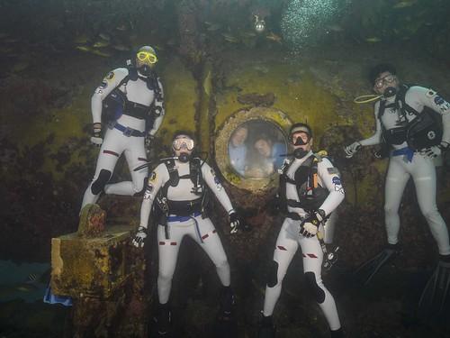 NEEMO 20 Crew (L to R) CDR Luca Parmitano (ESA), Serena Aunon (NASA), David Coan (NASA), Norishige Kanai, (JAXA), inside Aquarius Mark Hulsbeck (FIU) and Sean Moore (FIU)