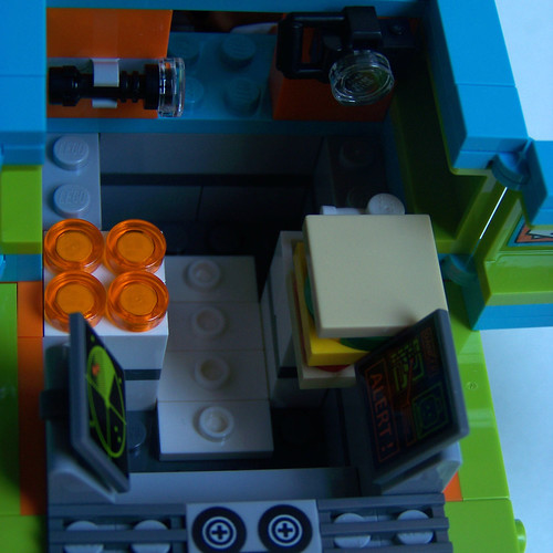 LEGO Scooby Doo Mystery Machine inside detail