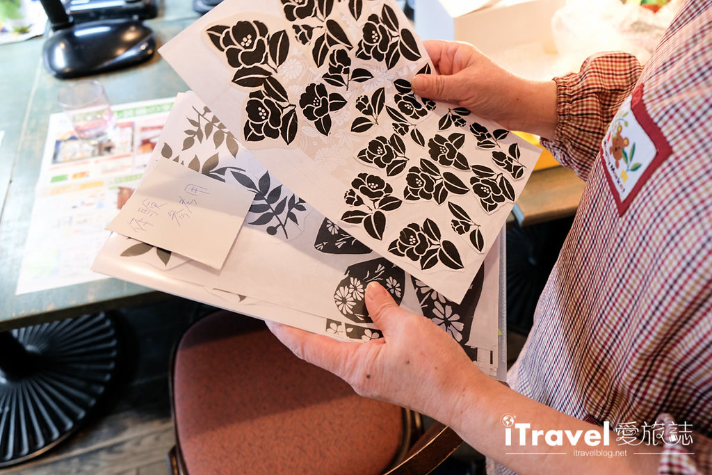 《东京手作工艺》吉祥寺喷砂玻璃工艺体验:老师中文细心解说教导,带回独一无二的纪念品。