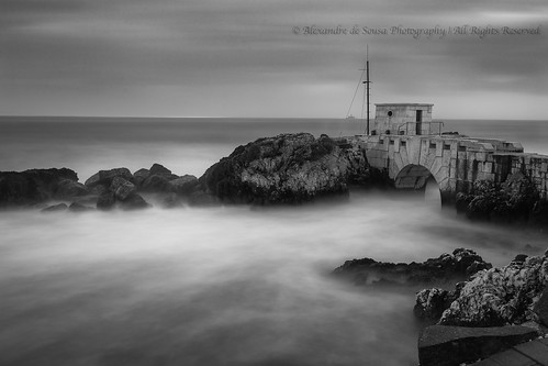 2017 portugal praiadasfontainhas sunset water architecture lisboa lisbon longexposure long exposure river tagus black white blackandwhite rock