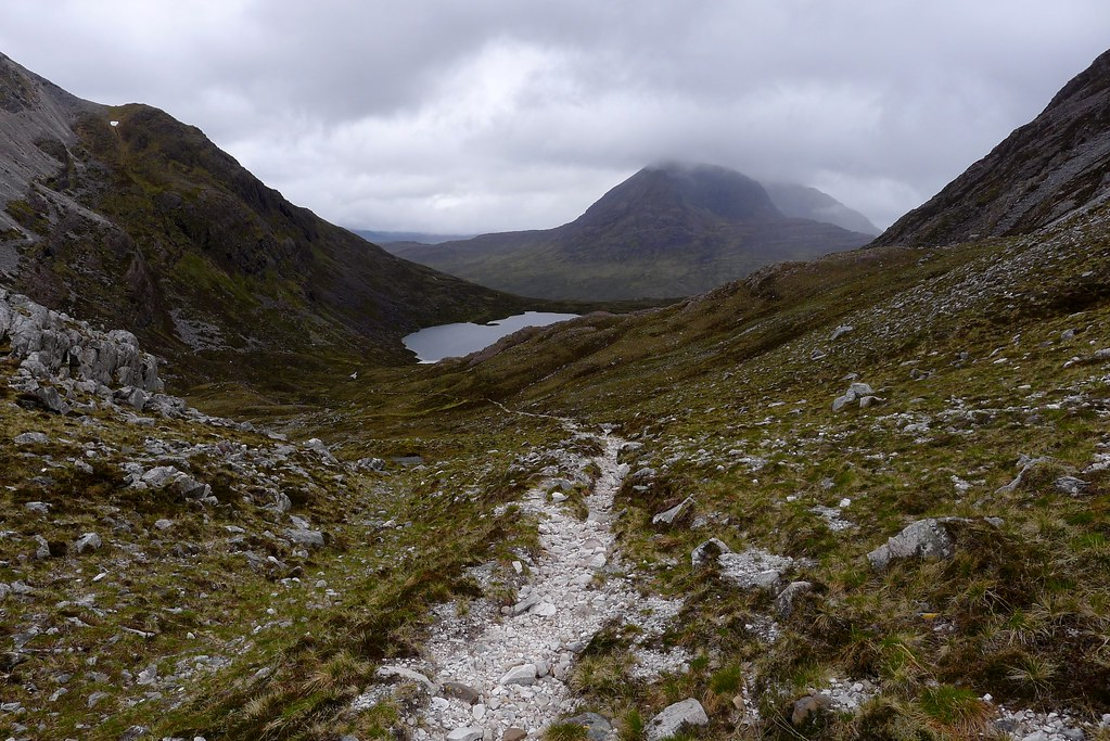 The descent towards Beinn Damph