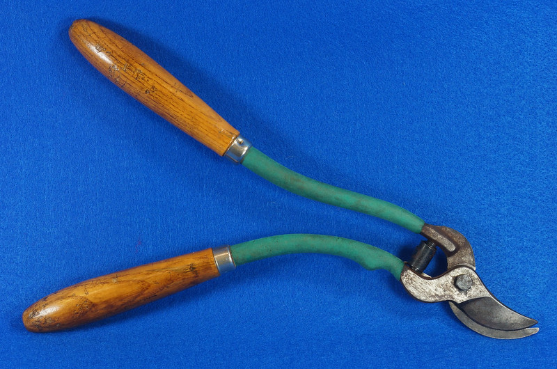 RD14557 Vintage Long Curved Wood Handle Rose Pruning Shears DSC07295