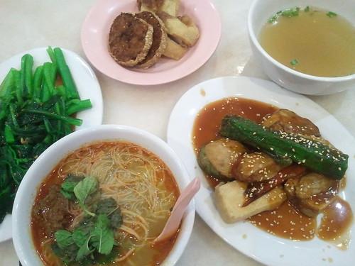 2015-06-18 18.31.07 酿料咖喱面