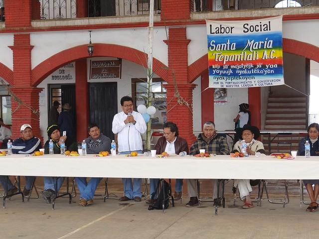 Gobierno de Oaxaca promueve uso del traje típico en Santa María Tepantlali - SAI