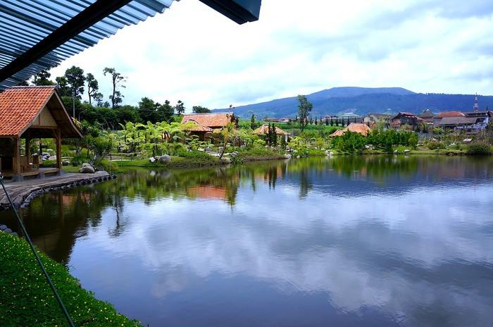 19 lembang floating amrket waterfront dining