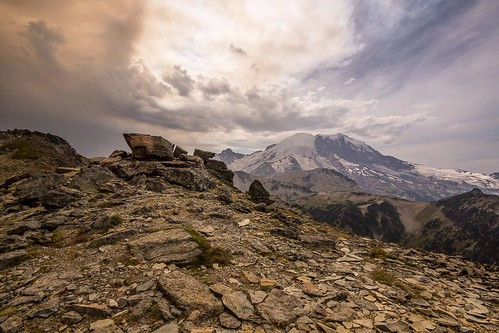 sunrise rocks mountrainiernationalpark washingtonstate stormyweather stratovolcano holeymoley sigma1020mmlens freemontpeak sonya77