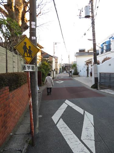 中山競馬場のオケラ街道の通学路標識