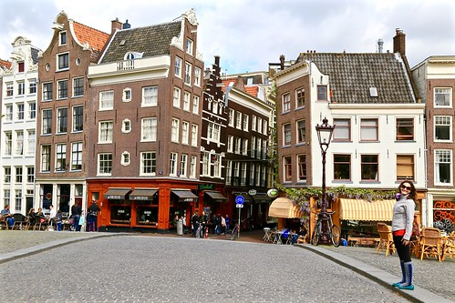 Lina and the crooked houses of Amsterdam.