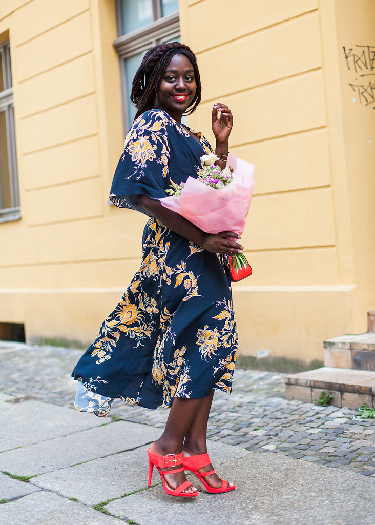 lois-floral-52  fashion week street style