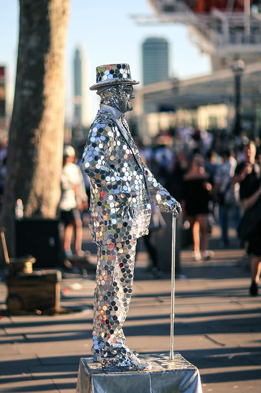 Living statue performer