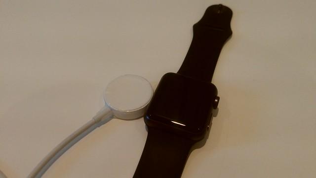 専用充電器が外れやすいApple Watch