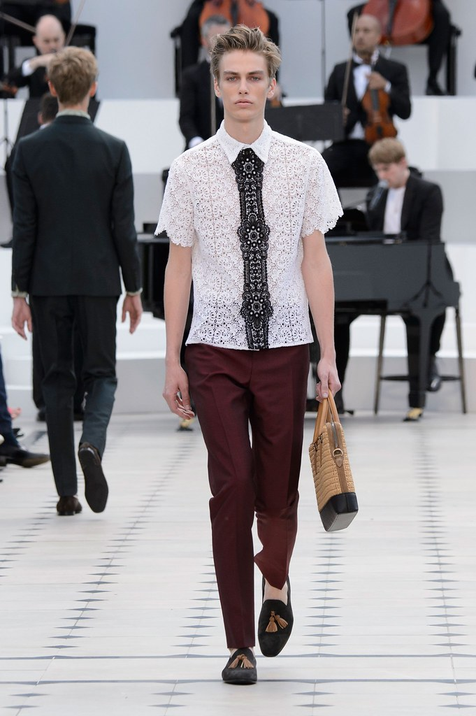 Marc Schulze3204_SS16 London Burberry Prorsum(fashionising.com)