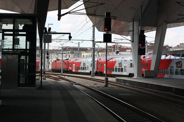 [207/365] Schon einiges los im Bahnzentrum | Wien Hbf
