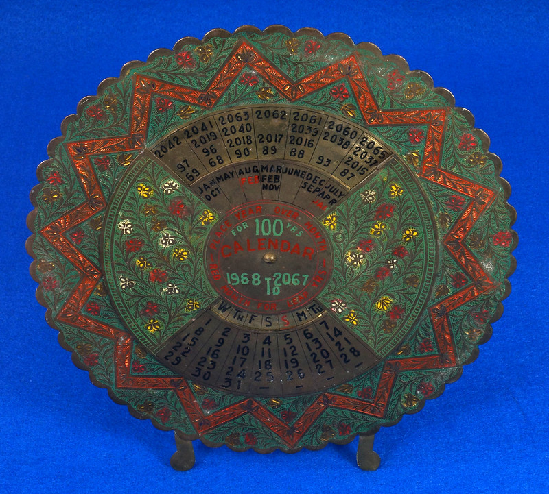 RD15284 Vintage Enameled Brass Perpetual Desk Calendar 100 Years 1968 - 2067 Circular with Stand DSC09015